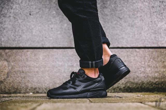 diadora-triple-black