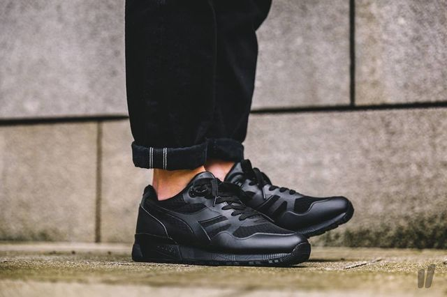 diadora-triple-black_04