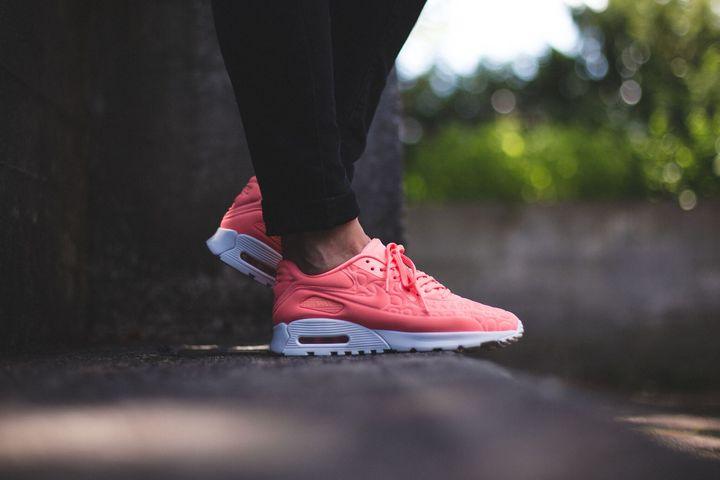 nike-air-max-90-plush-atomic-pink
