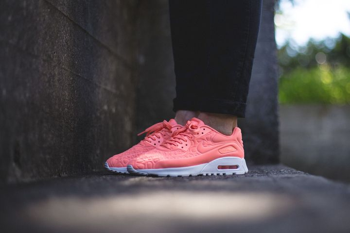 nike-air-max-90-plush-atomic-pink_02