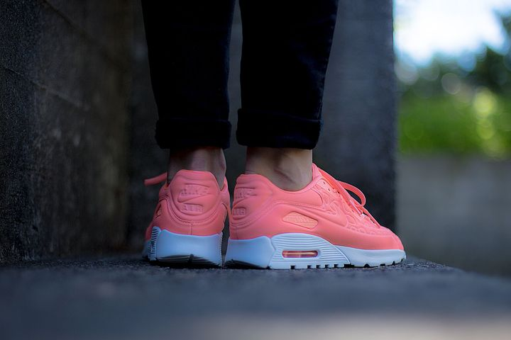 nike-air-max-90-plush-atomic-pink03