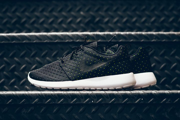 Nike-Roshe-One-SE-Pin-Dot-8