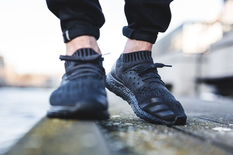 adidas-ultra-boost-uncaged-triple-black-jpg_02