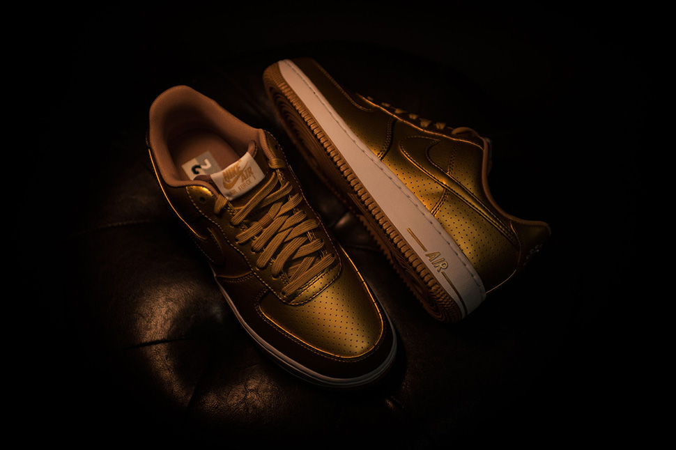 nike-air-force-1-gold_02