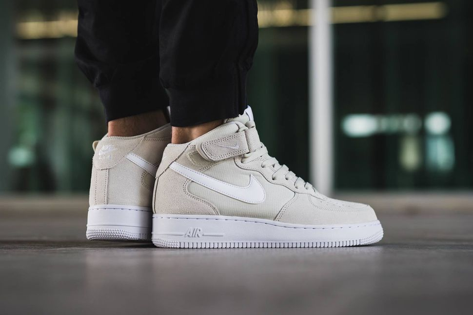 nike-air-force-1-mid-light-bone
