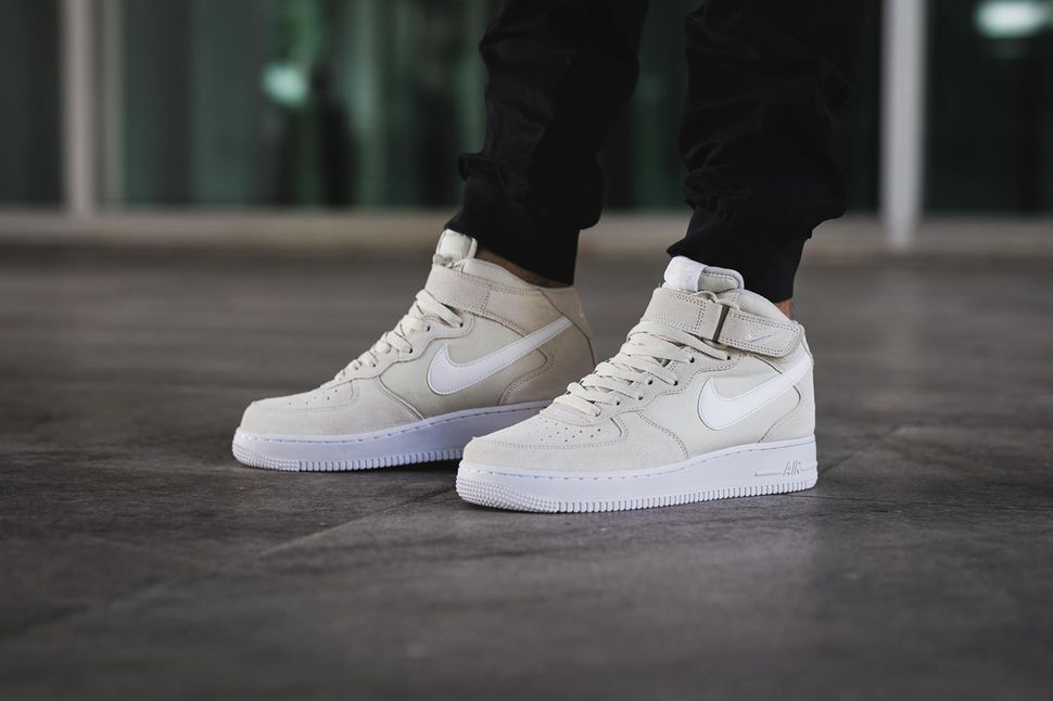 nike-air-force-1-mid-light-bone_02