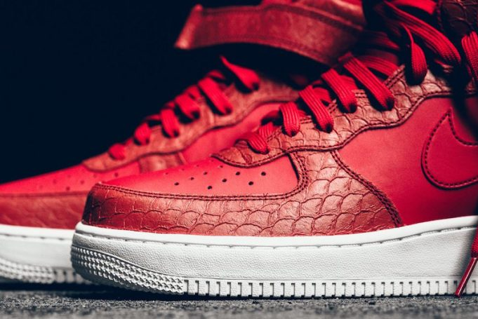 nike-air-force-1-mid-red-python-2-681x455