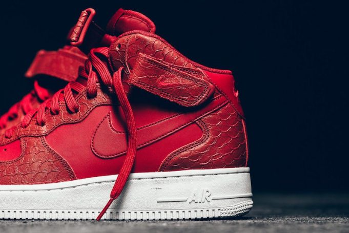 nike-air-force-1-mid-red-python-3-681x455
