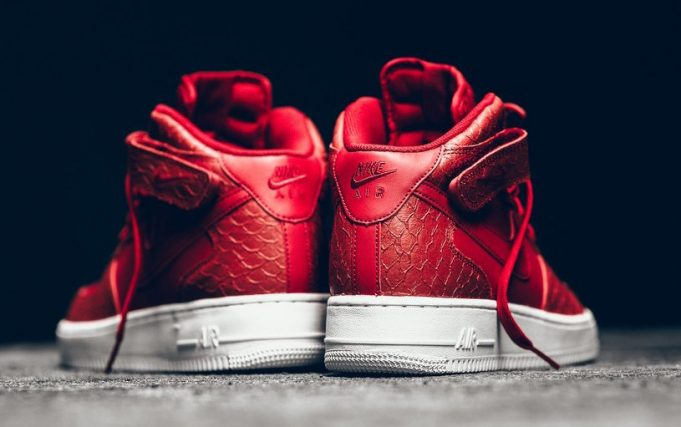 nike-air-force-1-mid-red-python-6-681x427