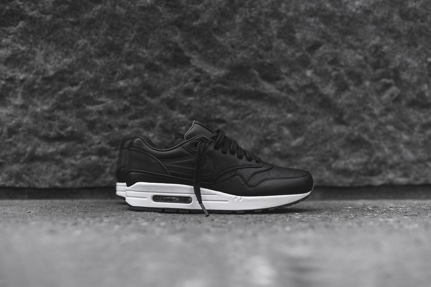 nike-air-max-1-pinnacle-black_04