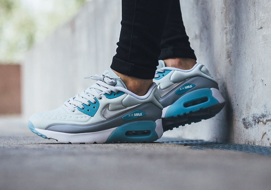 nike-air-max-90-ultra-se-pure-platinum-silver-ice-blue-1