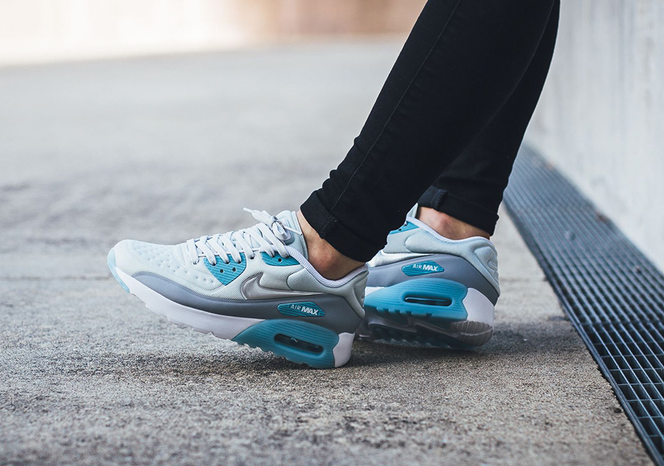 nike-air-max-90-ultra-se-pure-platinum-silver-ice-blue-2