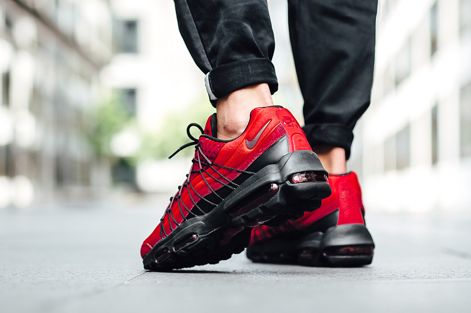 nike-air-max-95-action-red_02