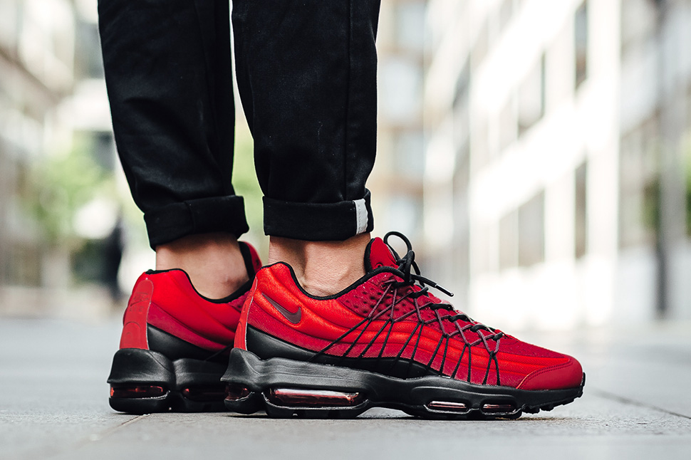 nike-air-max-95-action-red_03