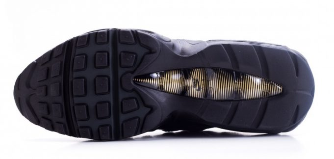 nike-air-max-95-premium-black-gold-4-681x324
