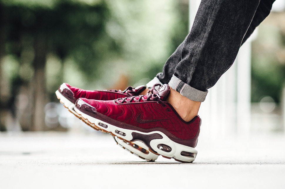 nike-air-max-tuned-1-night-maroon