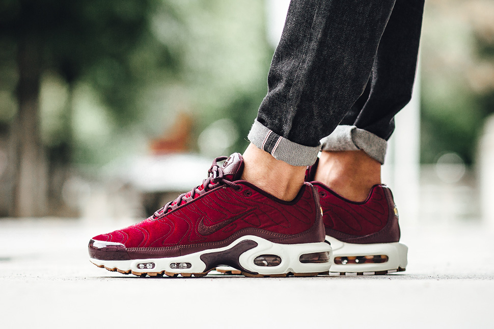 nike-air-max-tuned-1-night-maroon_02