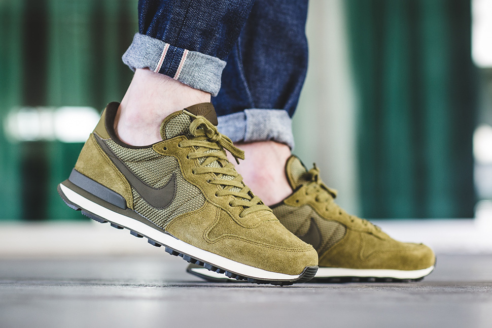 nike-internationalist-premium-dark-loden-green-1