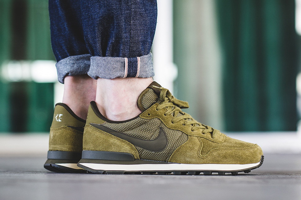 nike-internationalist-premium-dark-loden-green-2