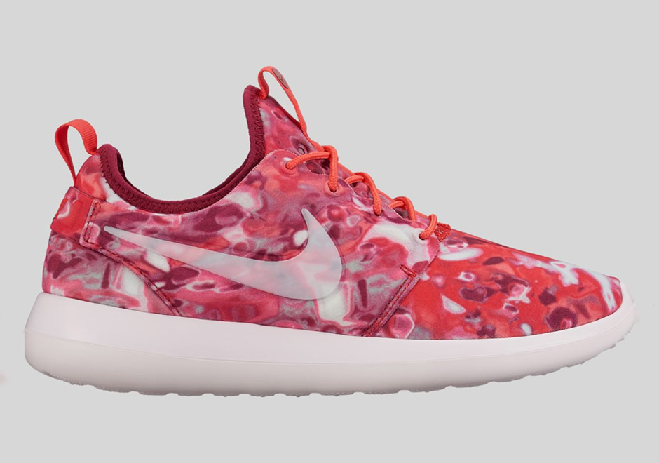 nike-roshe-two-womens-graphic-preview-02