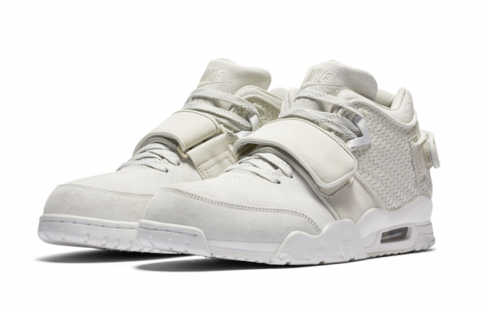 nike-air-cruz-white-black-681x438