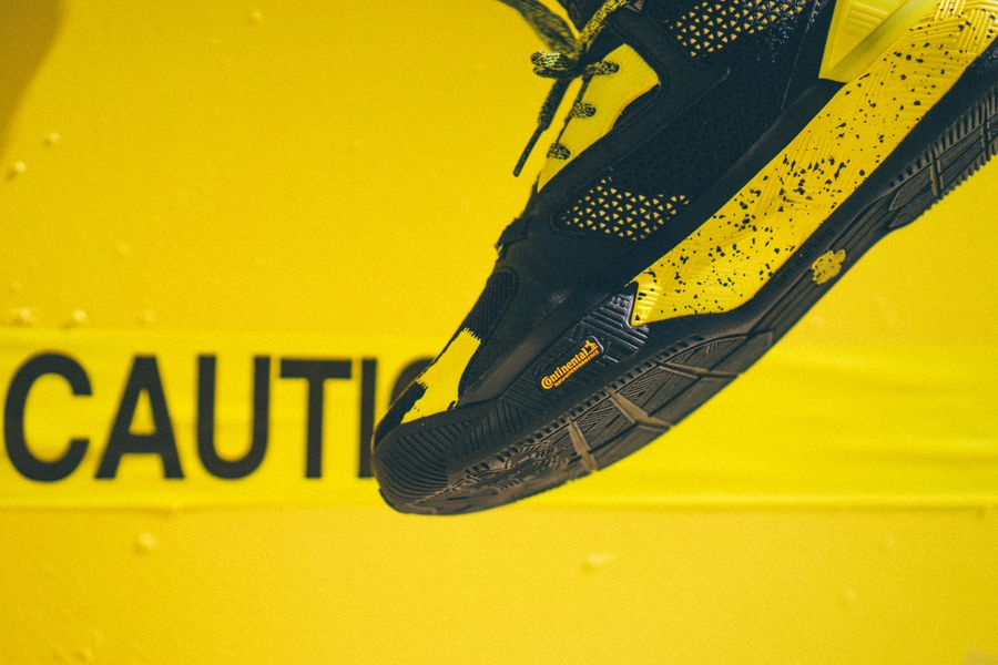adidas-dlillard-yellow-tape_06