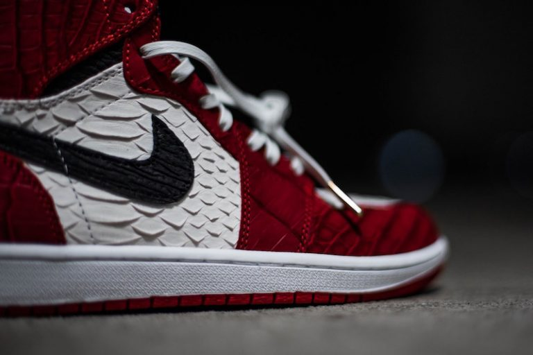 air-jordan-1-chicago-python-custom-1-768x512