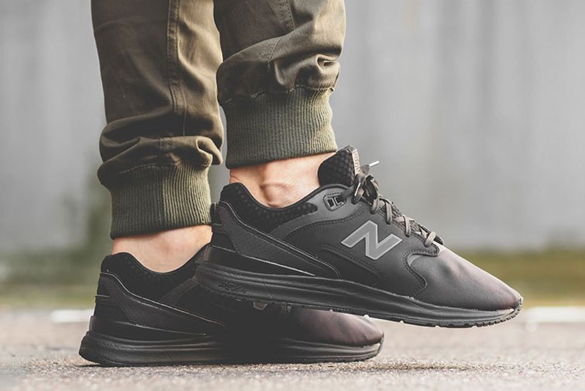 new-balance-1550-triple-black-2