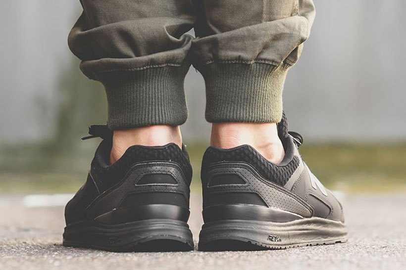 new-balance-1550-triple-black-3