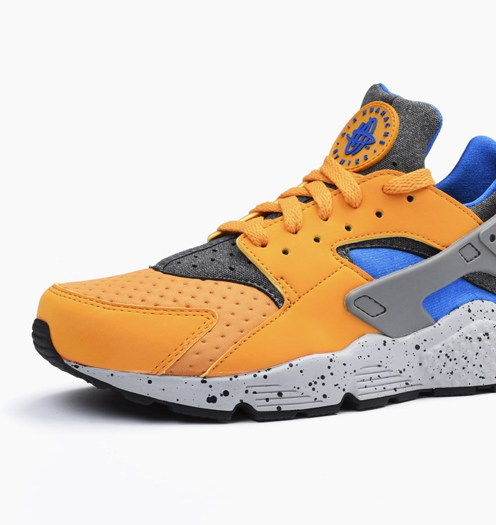 nike-air-huarache-run-se-gold-leaf-2