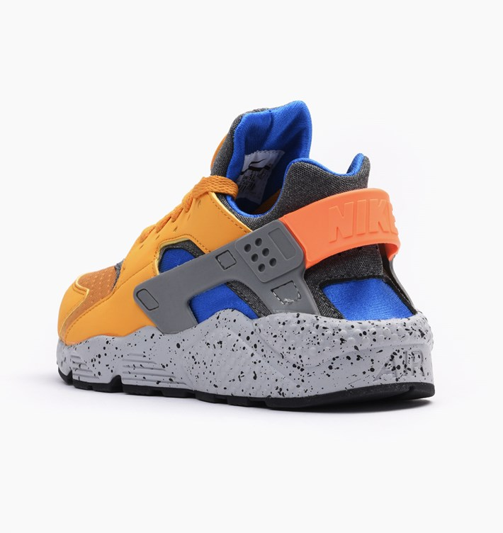 nike-air-huarache-run-se-gold-leaf-3