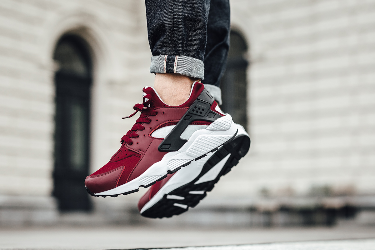 nike-air-huarache-team-red-1