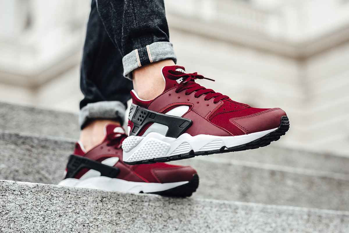 nike-air-huarache-team-red-2