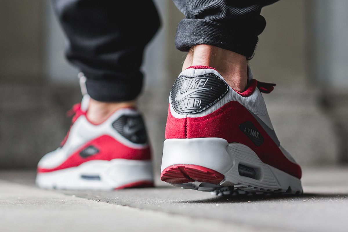 nike-air-max-90-ultra-essential-wolf-grey-team-red-3