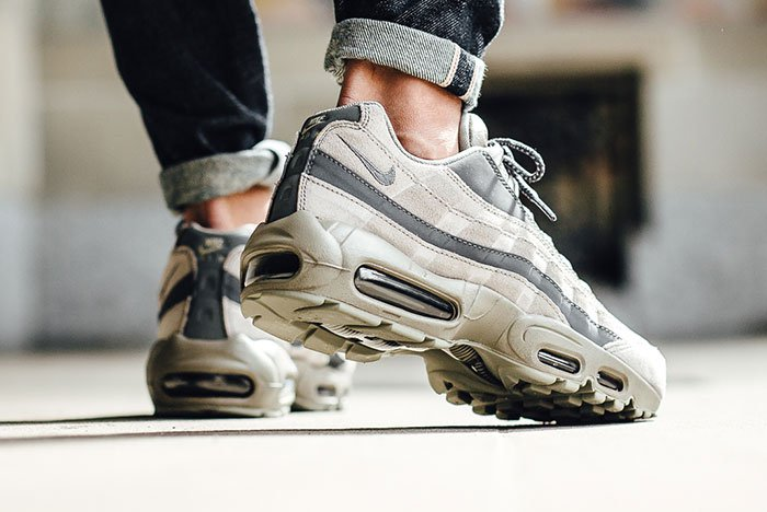 nike-air-max-95-essential-light-taupe-3