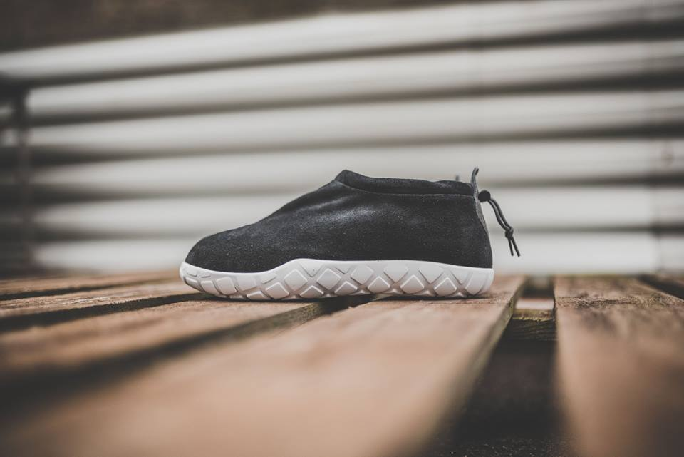 nike-air-moc-ultra-black-2