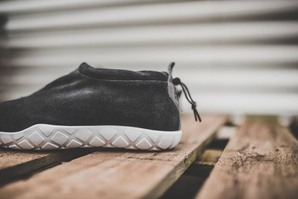 nike-air-moc-ultra-black-3