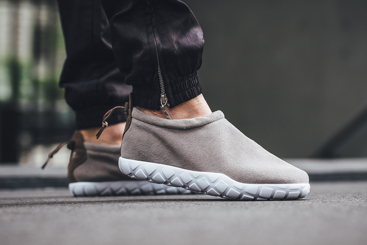 nike-air-moc-ultra-light-taupe-1