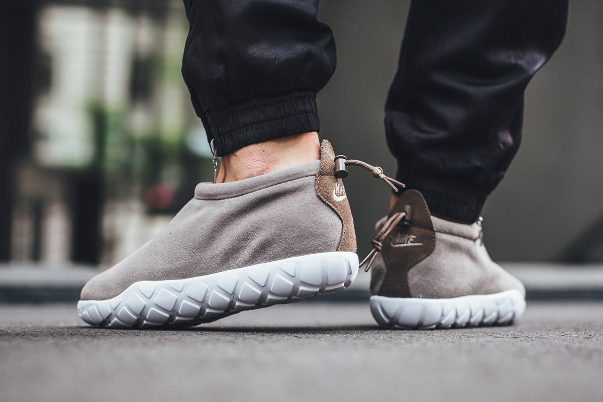 nike-air-moc-ultra-light-taupe-2