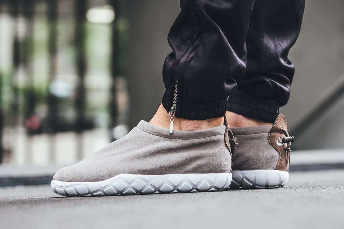 nike-air-moc-ultra-light-taupe-3