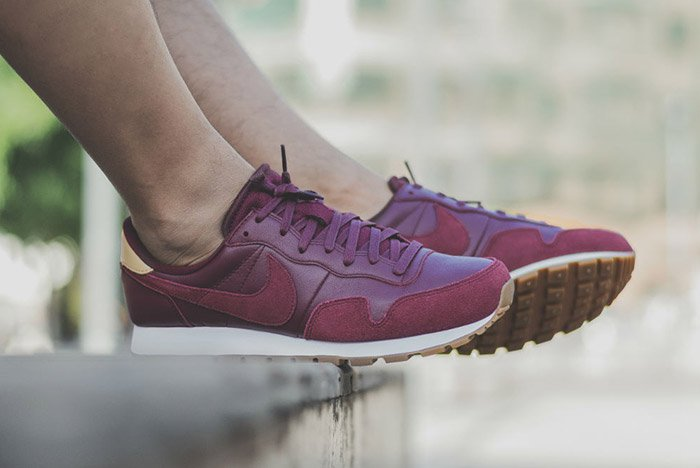nike-air-pegasus-83-premium-night-maroon-1
