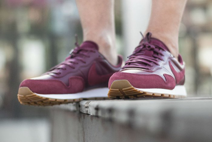 nike-air-pegasus-83-premium-night-maroon-2
