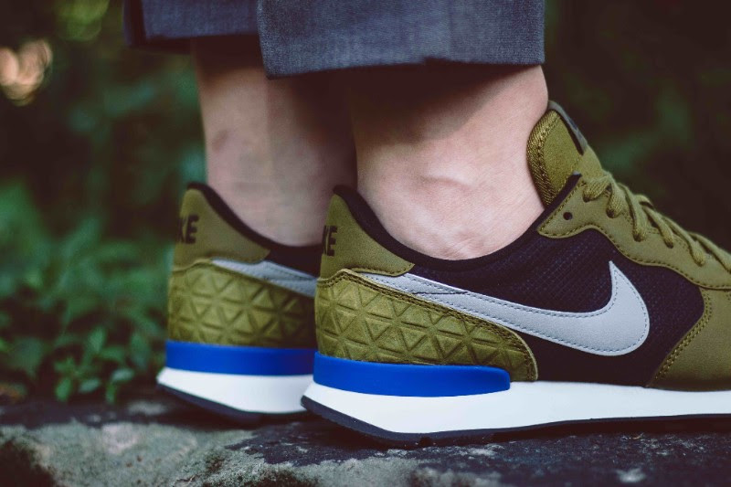 nike-internationalist-premium-olive-flak-2