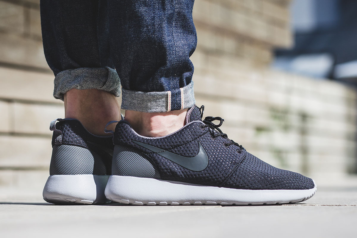 nike-roshe-one-se-black-anthracite-grey-1