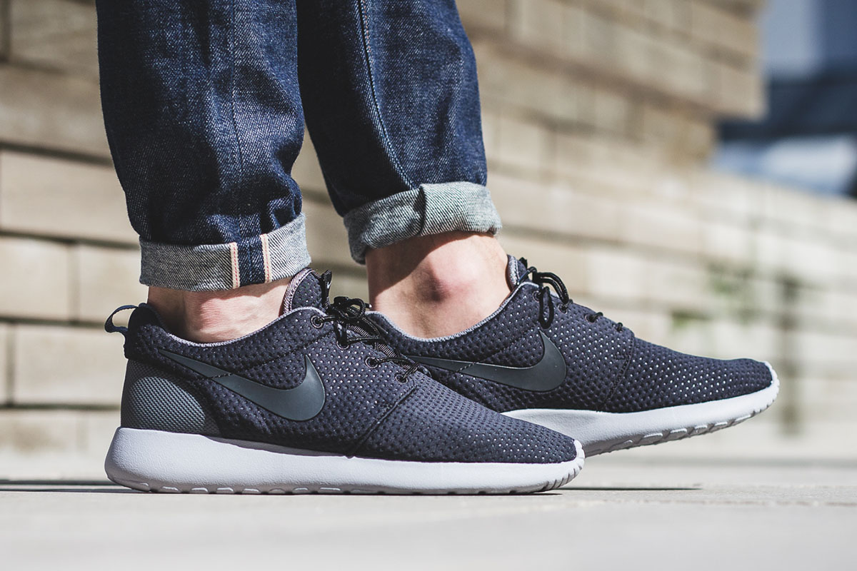 nike-roshe-one-se-black-anthracite-grey-2