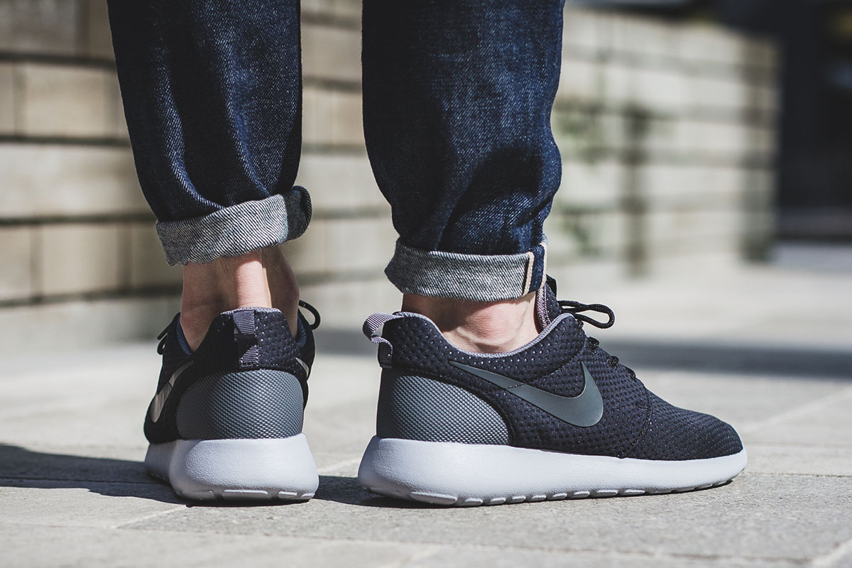 nike-roshe-one-se-black-anthracite-grey-3