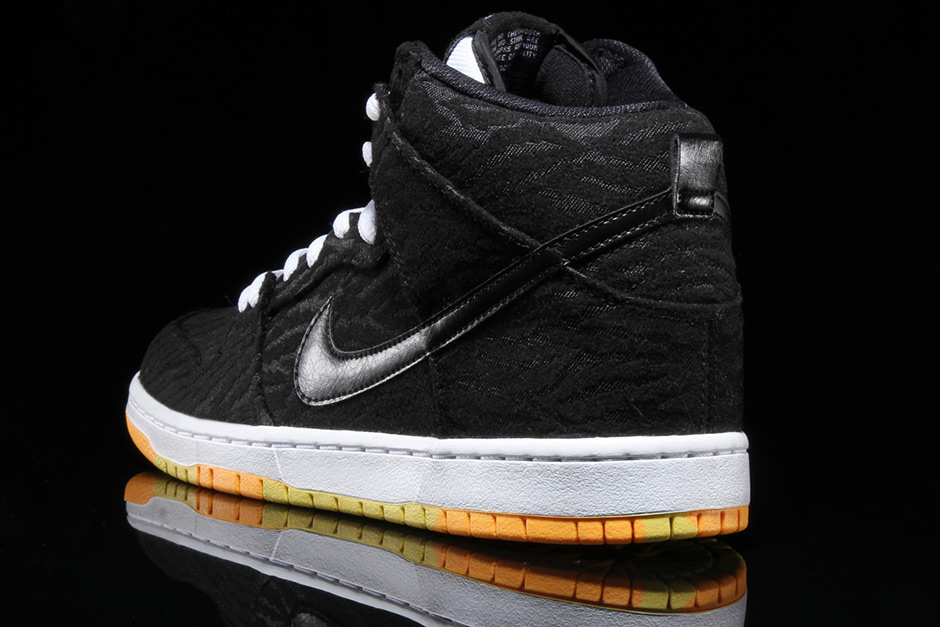 nike-sb-dunk-high-skunk-3