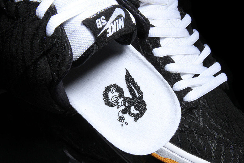 nike-sb-dunk-high-skunk-5