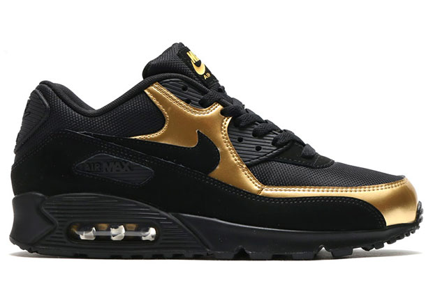 nike-sportswear-black-and-gold-pack-8