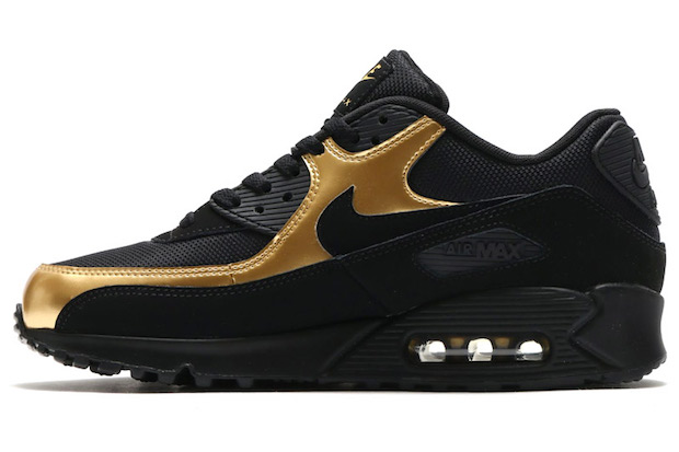 nike-sportswear-black-and-gold-pack-9